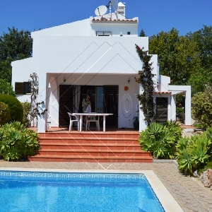 3 bedroom villa with pool and sea views Ref 312