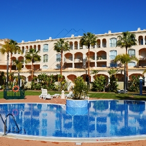 3 Bedroom Apartment in Vilamoura with shared pool and 2 garage spaces Ref 305