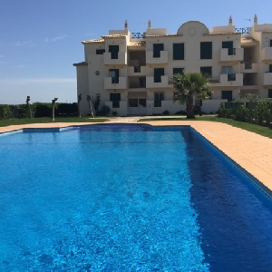 EXCLUSIVE! 2 Bedroom Apartment with Pool and Garage Ref 208